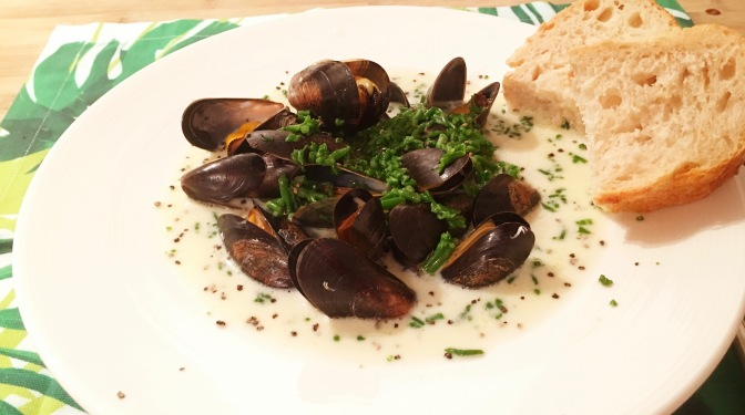 Mussels with cream and samphire sauce